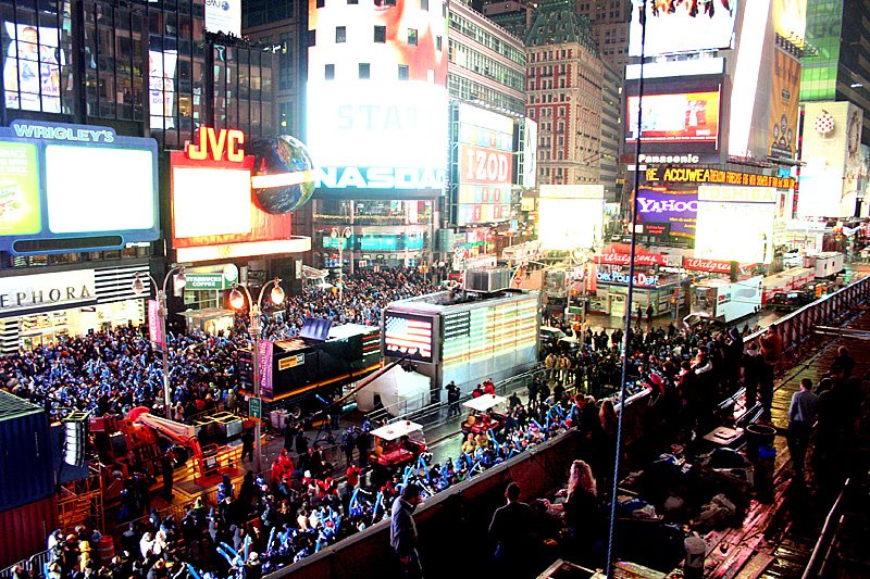 Large crowd new years eve times square nyc 2009 2010