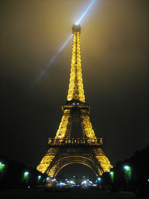 Eiffel_tower_at_night_475
