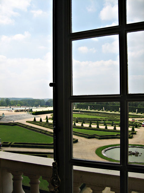 Versailles_garden_from_window