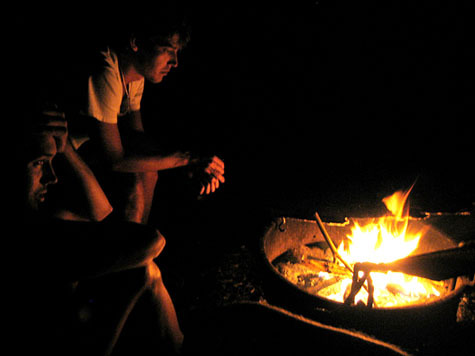 08_camp_fire_on_first_night